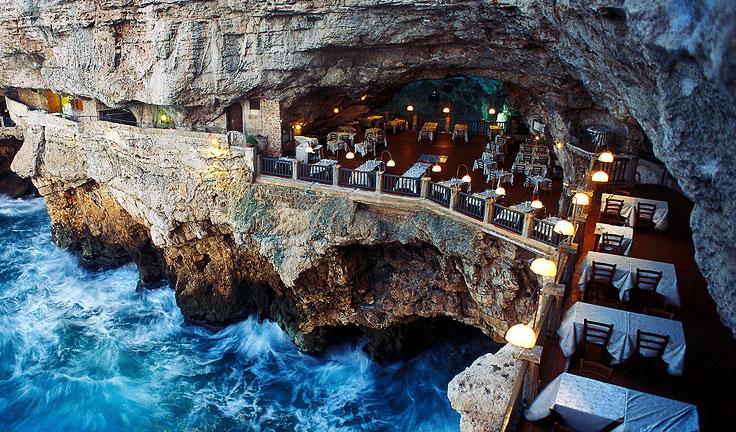 harat-net-italya-seyahat-20-neden-Reasons-to-travel-puglia-apulia-italy-grotto-restaurant-Polignano-a-mare
